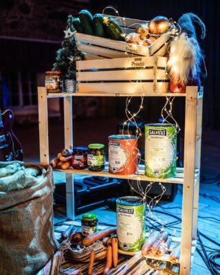 🎄 𝟛. 𝔸𝔻𝕍𝔼ℕ𝕋 🎄 Varsti tuleb kapid-sahvrid pühade kraamiga täita! Ja ega praekapsa söömiseks polegi lund vaja!🍴 Mõnusat olemist tänasesse päeva! 🌟 • 📷 @kiurkaasik • Kompositsioon by @kalvikants #egatalitaevajää #jõuluvanatulebikka #salvest #hoidkeendid